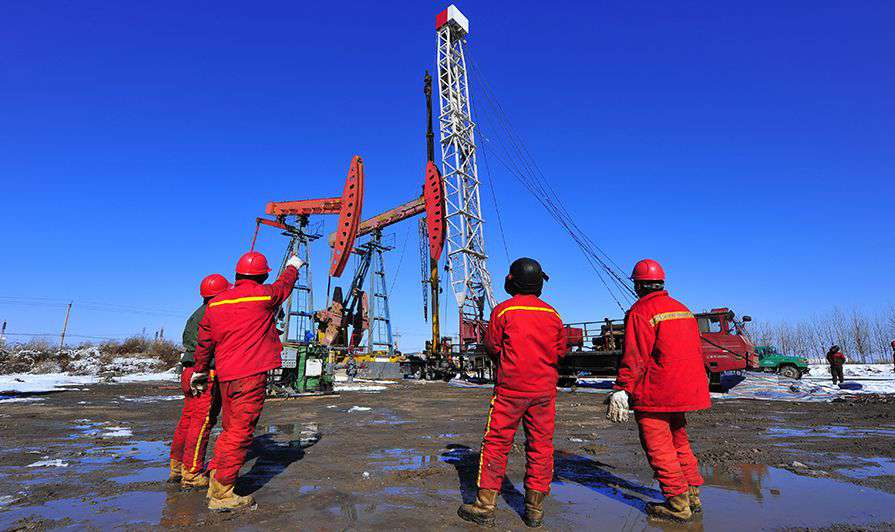 at-risks-workers-oil-gas-sites-workers-0818.jpg
