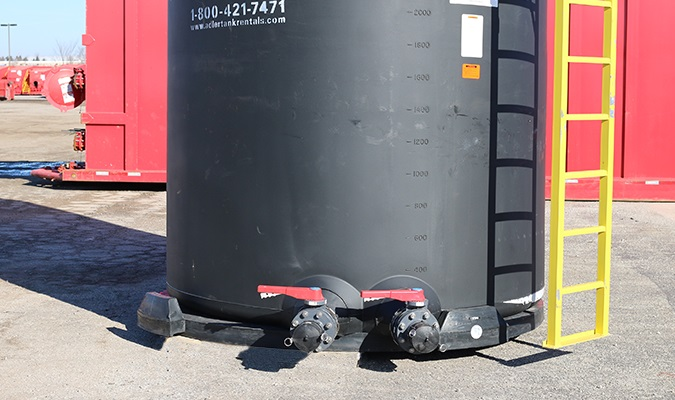5050 gallon upright poly tanks